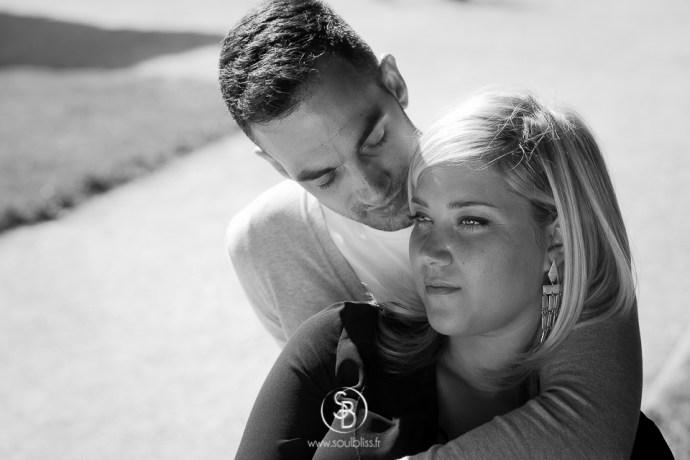 Soul_Bliss_photographie_Séance_Engagement_Parc_de_sceaux_couple_Mariage_Fiançailles_couple_94_jean_blond_yeux_bleus__(16_sur_20)