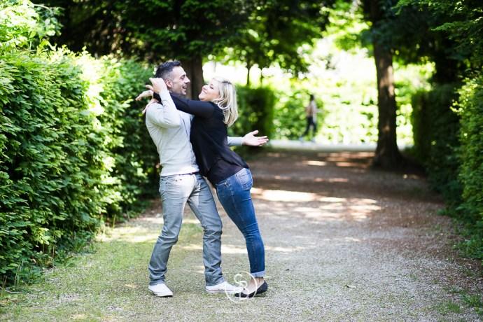 Soul_Bliss_photographie_Séance_Engagement_Parc_de_sceaux_couple_Mariage_Fiançailles_couple_94_jean_blond_yeux_bleus__(19_sur_20)