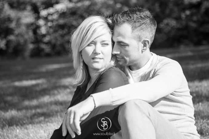 Soul_Bliss_photographie_Séance_Engagement_Parc_de_sceaux_couple_Mariage_Fiançailles_couple_94_jean_blond_yeux_bleus__(5_sur_20)