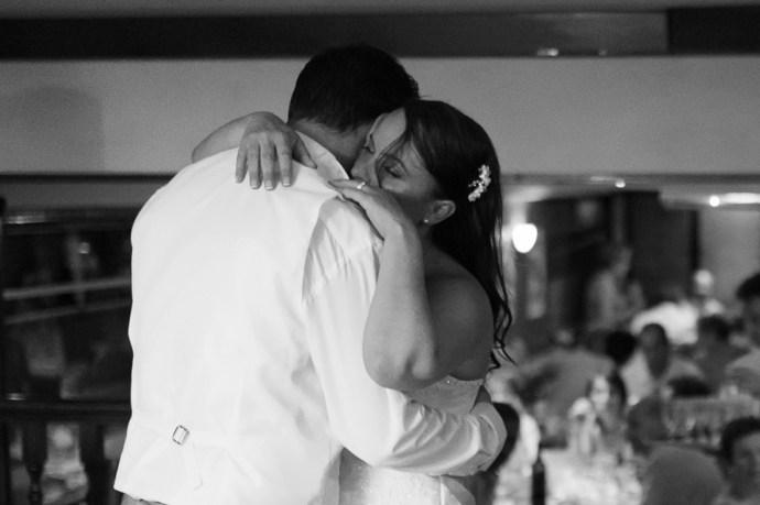 185-mariage-croisiere-peniche-quai-55-paris-premiere-danse-couple-maries-photographe-soulbliss