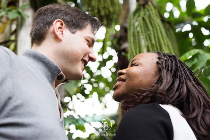 Soul_Bliss_photographie_séance_engagement_serres_tropicales_d'auteuil_92_couple_mixte_mariage_portraits_(14_sur_26)