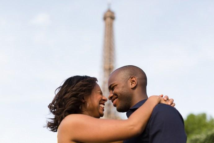 446-seance-engagement-paris-tour-eiffel-photographe-mariage-soul-bliss