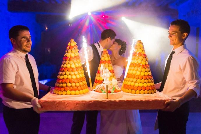 mariage-domaine-de-champgueffier-la-chapelle-iger-soiree-piece-montee-gateau-fete-DJ-david-photographe-soul-bliss