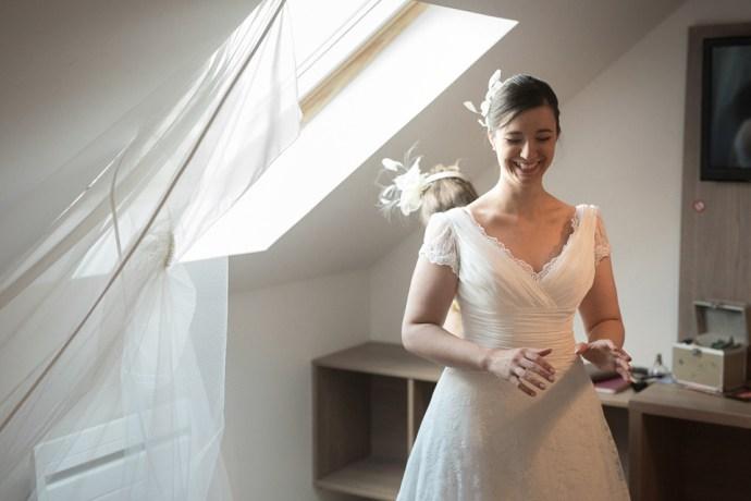 Mariage Moulin de Dampierre Saint Yon essonne une fille a marier preparatifs mariee robe dentelle photographe mariage paris soulbliss