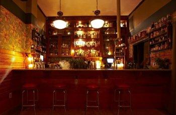 broken shaker bar at the freehand miami hostel