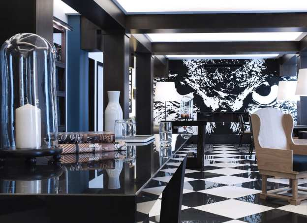 Chess Lobby+Lumiere_Paul Bowyer