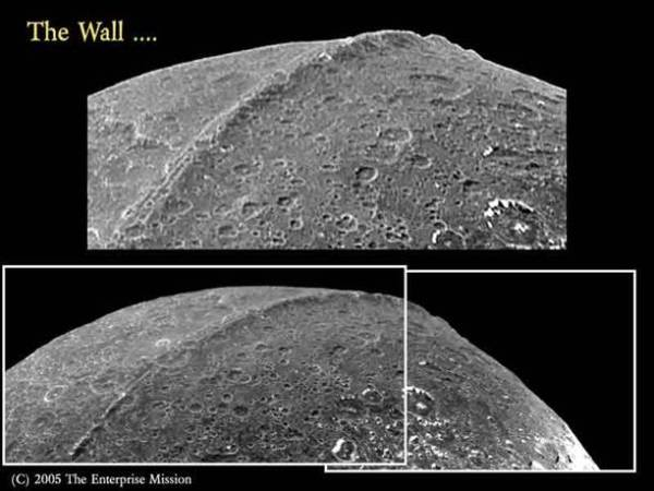 What caused the great wall of Iapetus?