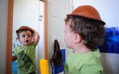 montessori-espelho-vertical-crianças
