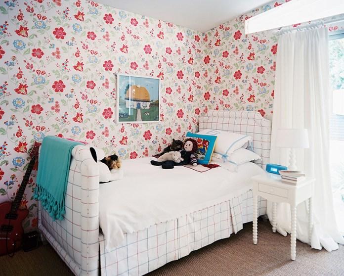 papel-de-parede-quarto-infantil-flores-vermelhas