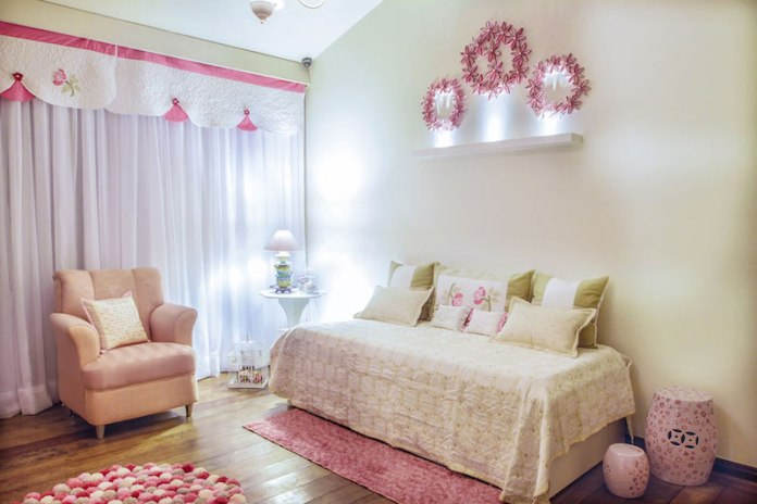 cortinas-para-quarto-de-bebê-rosa-branco