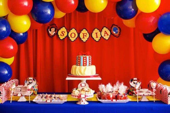 festa-infantil-branca-de-neve-vermelho-azul-amarelo