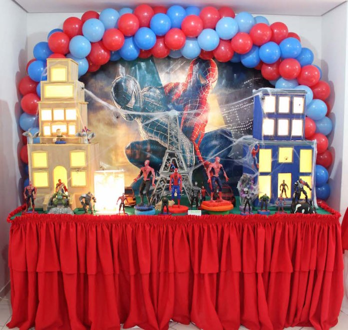 festa-infantil-homem-aranha-bonecos