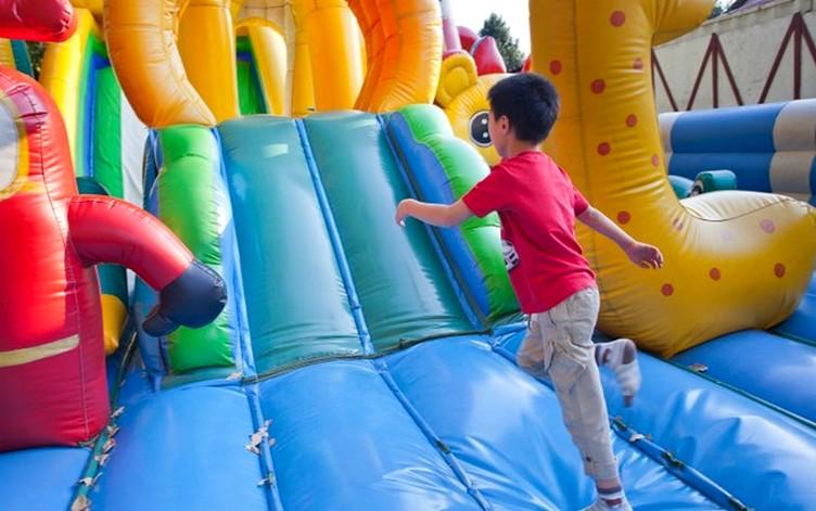festa-infantil-tobogã-inflável