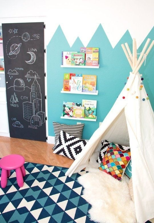 quarto infantil parede de lousa porta