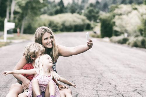 dicas para tirar fotos mãe e filhos selfie