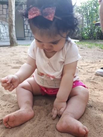 bebe-7-meses-areia
