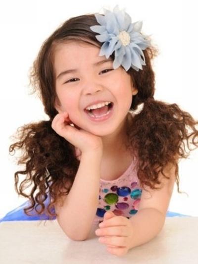 penteado-infantil-menina-cabelo-cacheado