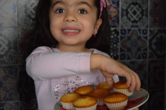 crianca-na-cozinha-receita-cupcake