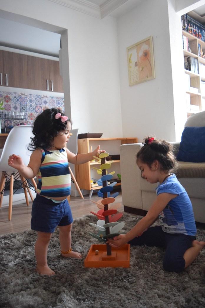 brinquedos-montessori-arvore-sonora