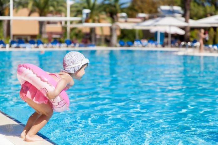 Cuidados com as crianças na piscina