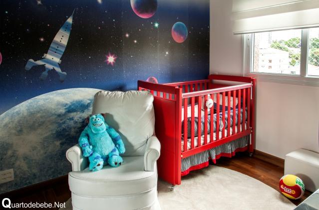 Quarto de bebê masculino espaço sideral