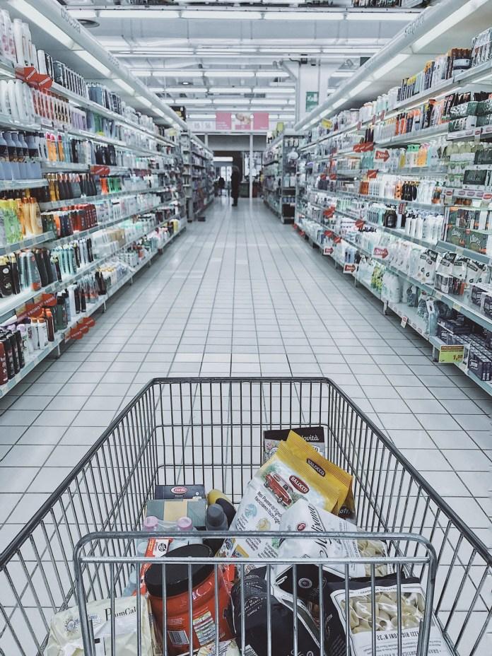 compras no mercado com filhos