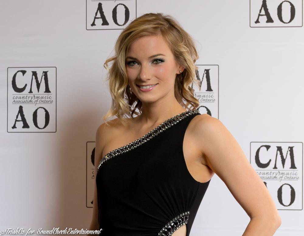 Leah Daniels Red Carpet CMAO Awards 2015-3749