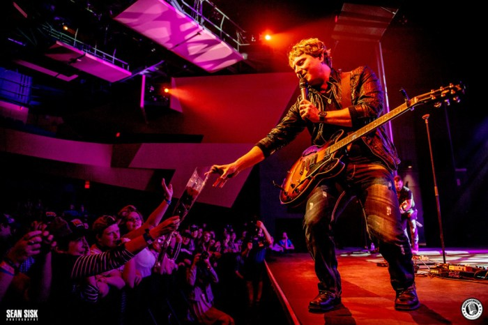 Jason Blaine performs during the Three's A Party Tour stop in Ottawa - Photo: Sean Sisk