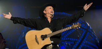 Garth Brooks in Hamilton, ON in March 2016 - photo by Bill Woodcock