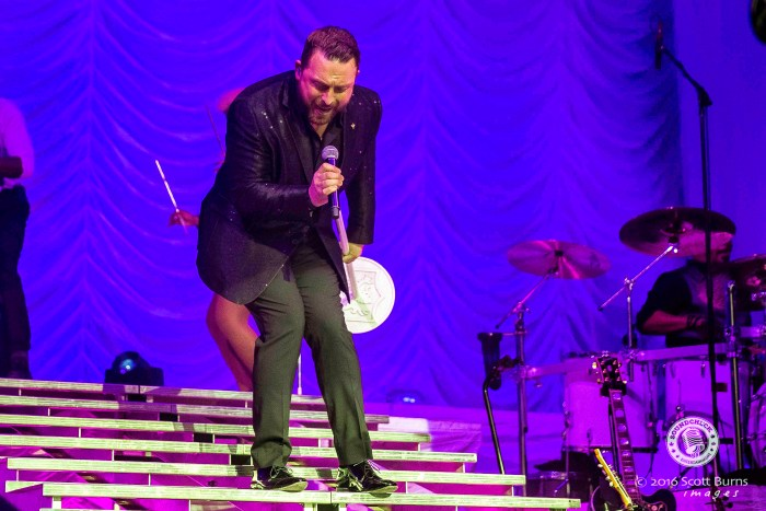 Johnny Reid performs in Kitchener at Center In The Square - Photo: Scott Burns