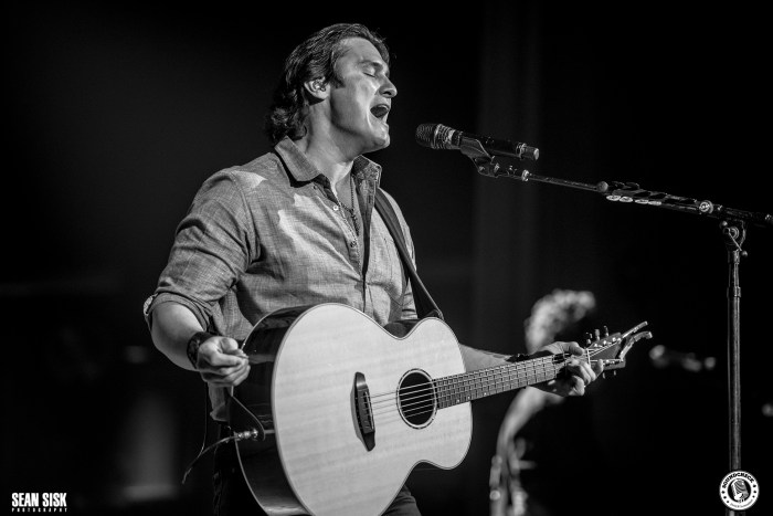 Joe Nichols performs during the Certified Country Stop in Ottawa - Photo: Sean Sisk