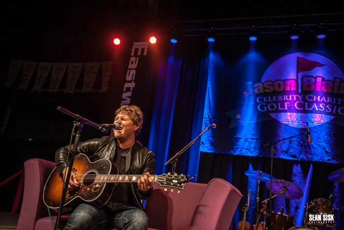 Jason Blaine performs during his Hometown Event - Photo: Sean Sisk