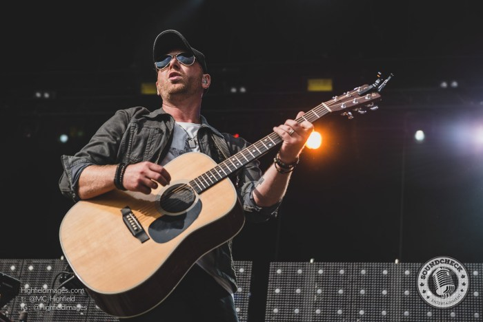 Tim Hicks performs at Boots and Hearts in August 2016 - photo by Mike Highfield