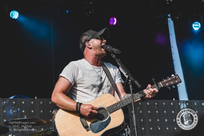 Tim Hicks performs on the Main Stage at Boots & Hearts 2016 - Photo: Mike Highfield