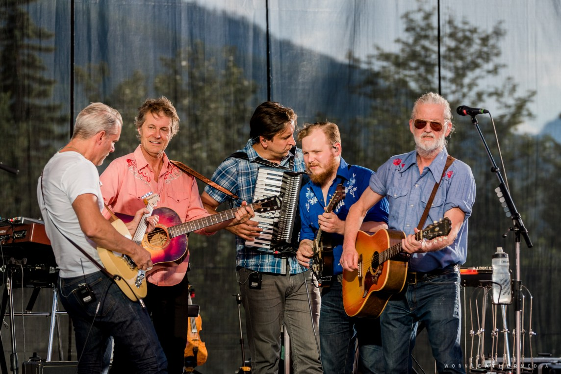 Blue Rodeo Keeps Em Thirsty On A Hot Friday Night In