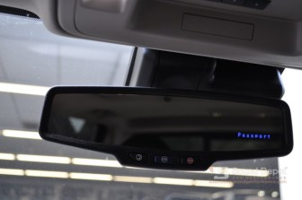 The display in the mirror makes it easy to check the status of the system while driving.