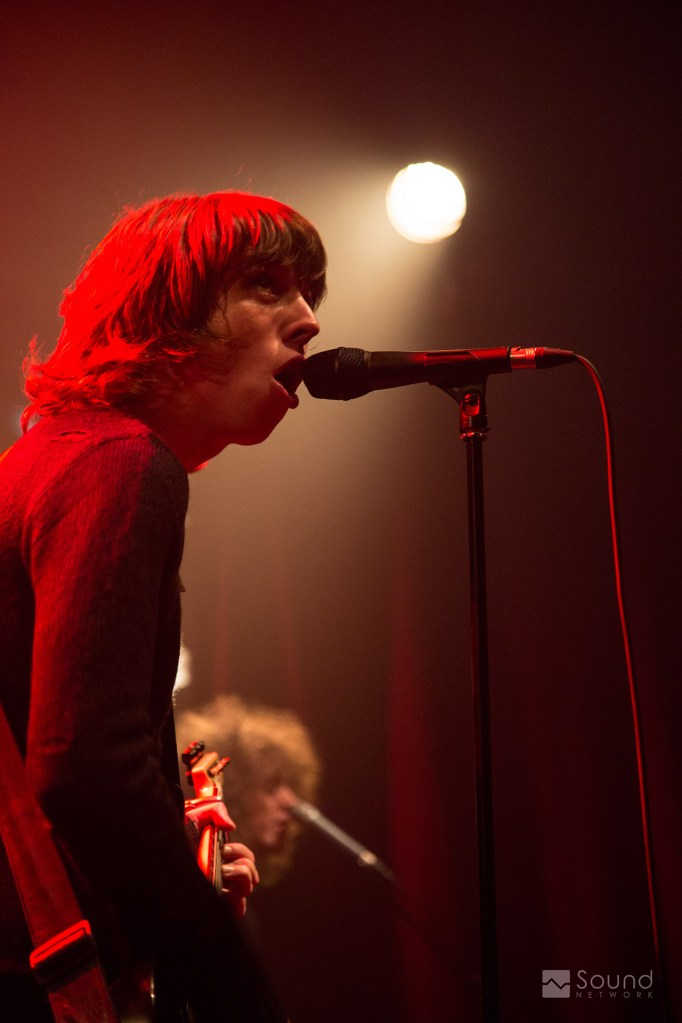 Catfish and the Bottlemen Frontman Van McCann with DPA d:facto II Mic