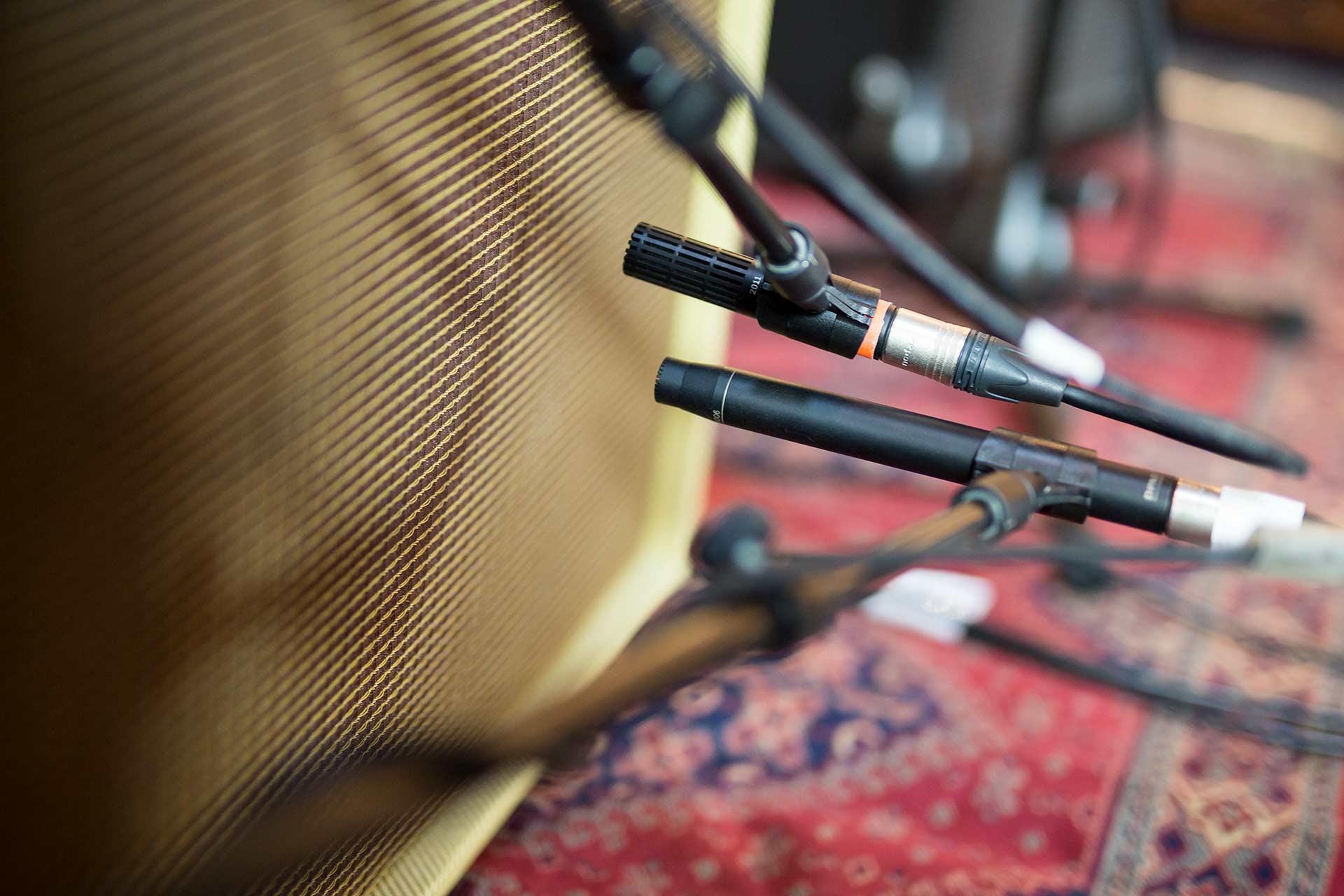 DPA d:dicate™ 4006 and 2011C Condenser Mics recording guitar