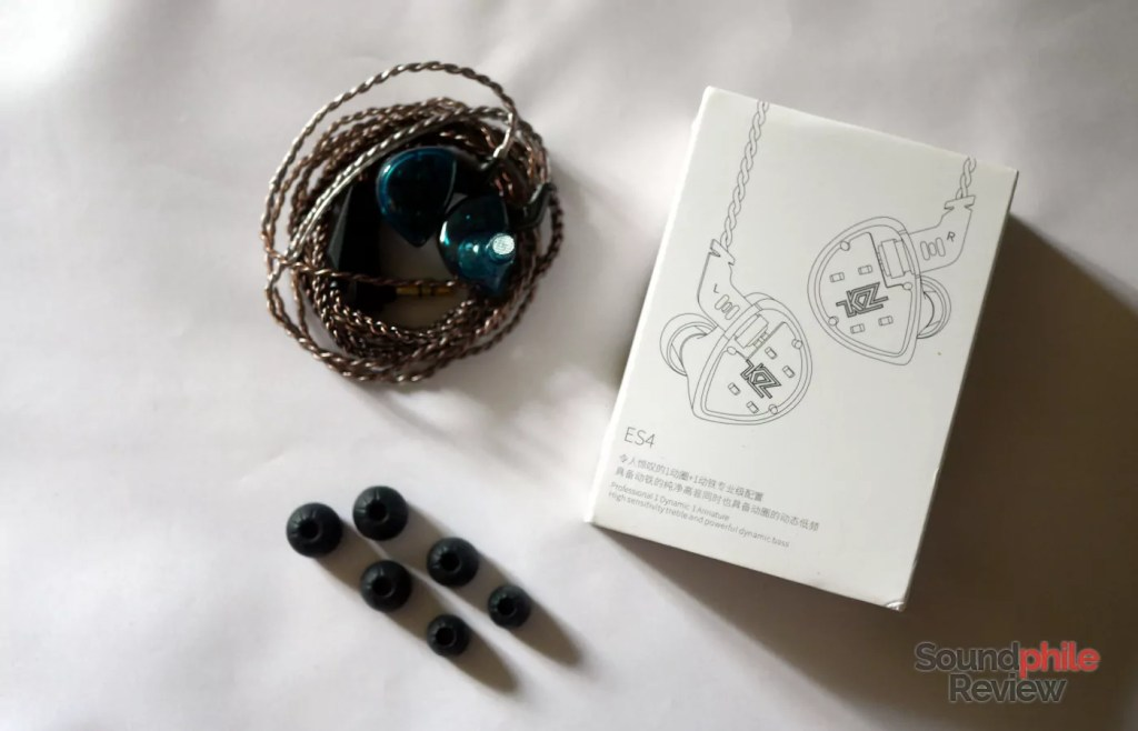 KZ ES4 packaging and accessories