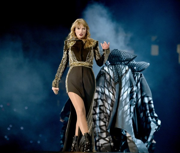 youtube trends taylor swift breaks record for most views - HD 1500×1278