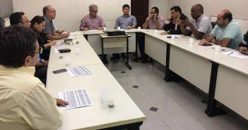 Prefeito Guto participa de reunião na AMAM