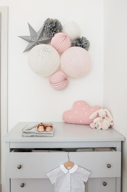lampions et pompons rose pale et gris