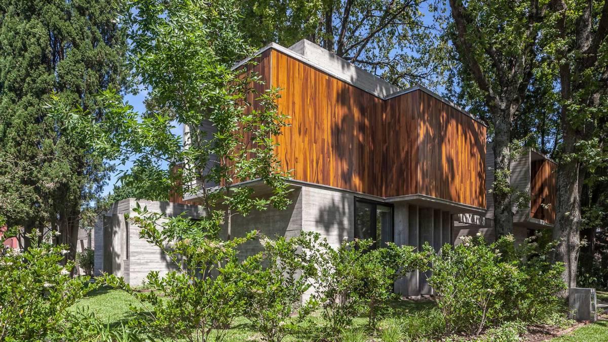 La Casa Aranzazu se define por la disposición de sus árboles | Besonias Almeida Arquitectos