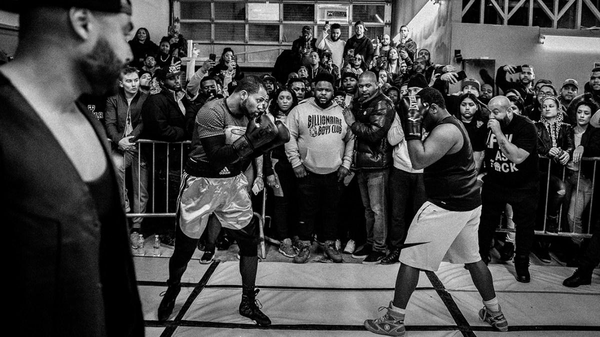 Sube al ring en un club de pelea clandestino