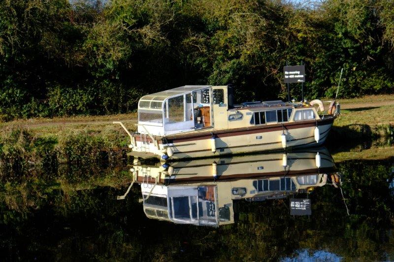 Boat with a conservatory on the back
