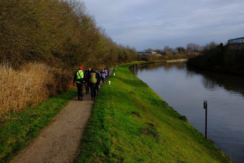 Leaving the car park at Rea Bridge John leads us along the Canal towards Gloucester
