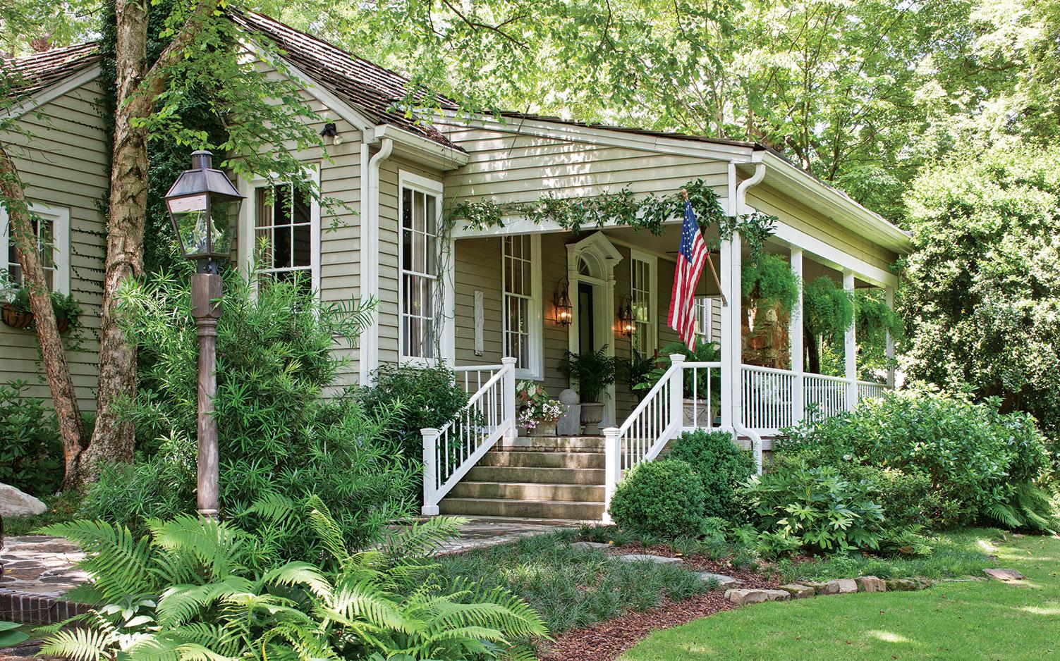 Cottage Garden Charm - Southern Lady Magazine on Bungalow Backyard Ideas id=72613