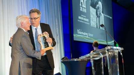 Dennis Creech awards the Argon Award to Steve Nygren