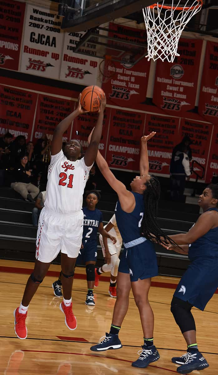 Bigue Sarr (21) led the Lady Jets in scoring with 18 points against Central Georgia Tech.