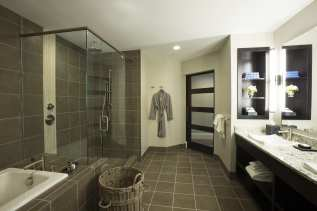 The Restoration, Suite Bathroom